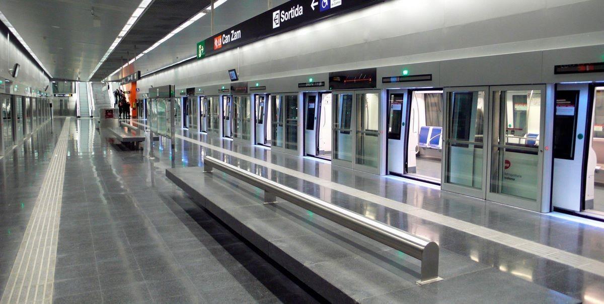 Станция метро - (Барселона, Испания)